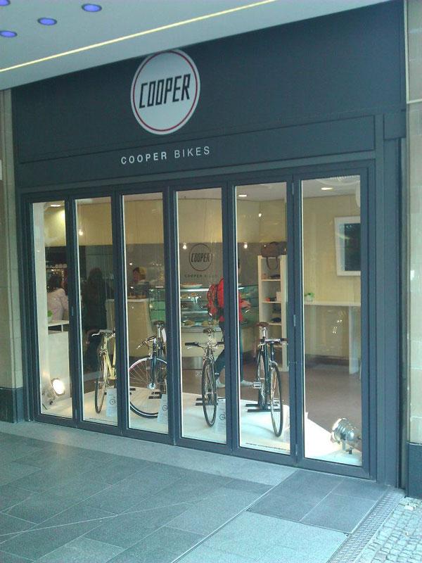auf und zu cooper pop up store in m nchen stahlrahmen bikes. Black Bedroom Furniture Sets. Home Design Ideas