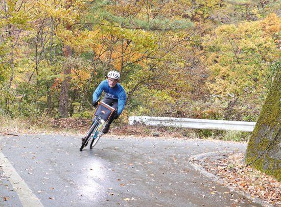 Das Rad in Aktion bei einer Überquerung der japanischen Alpen.